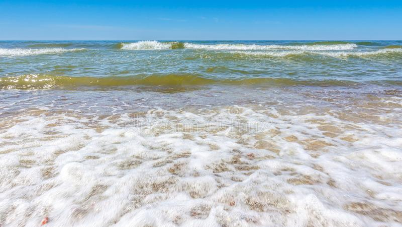 Petites vagues de mer photos libres de droits