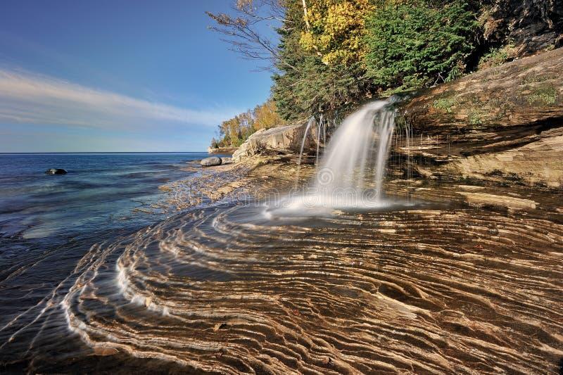 Petits automnes de mineurs, supérieur de lac michigan's image libre de droits