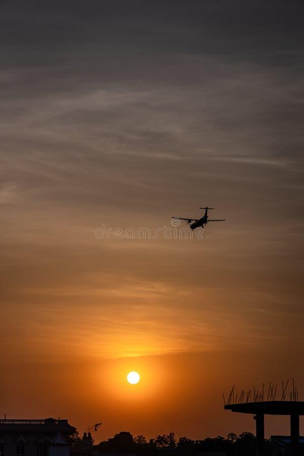 Petits avions pendant l'approche finale photo libre de droits