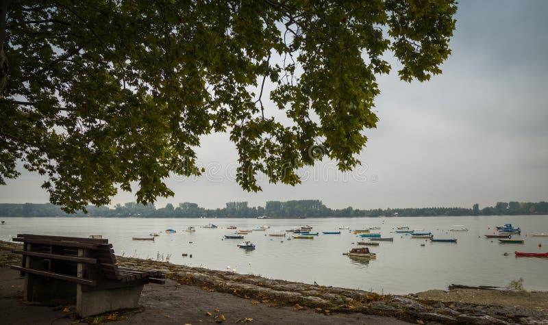 Download Petits bateaux de pêche photo stock. Image du européen - 77155754