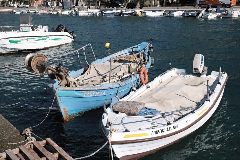 Petits bateaux récréationnels et de pêche, Glyfada, Phocis, Grèce image stock