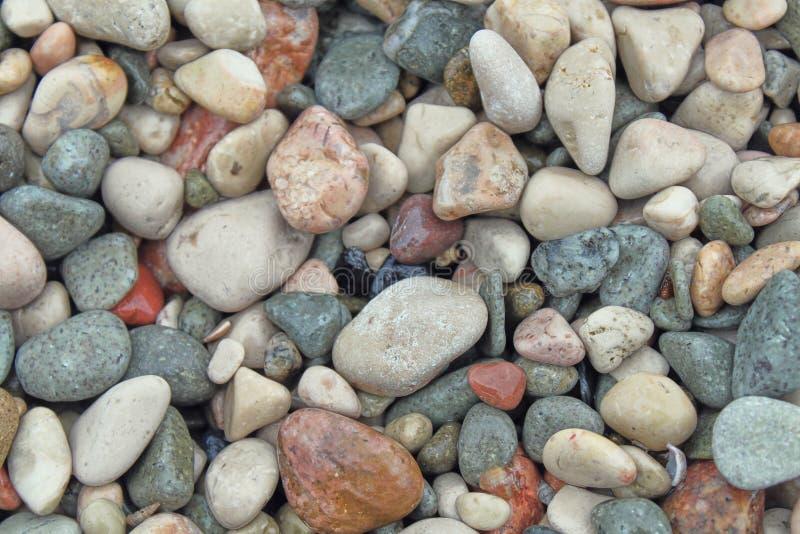 Petits cailloux en pierre les pierres texturisées les uns avec les autres, attirent l'oeil et apaiser photographie stock