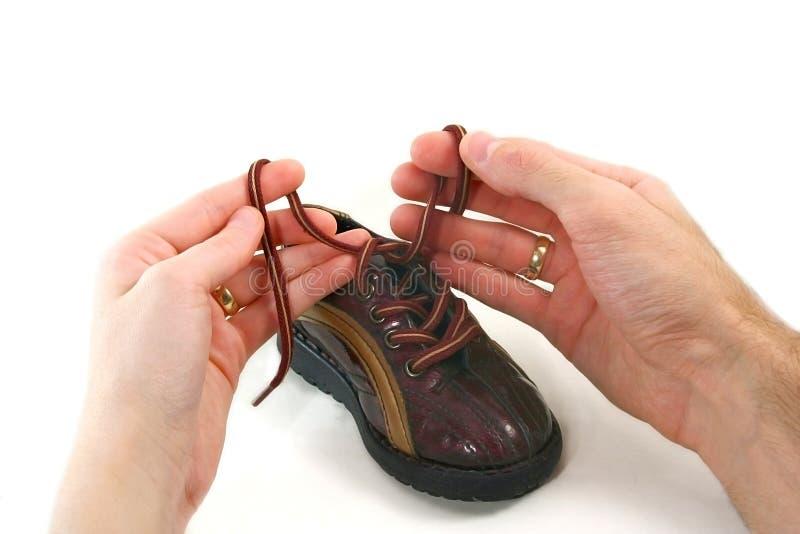 Petits chaussure de chéri et parents h images libres de droits