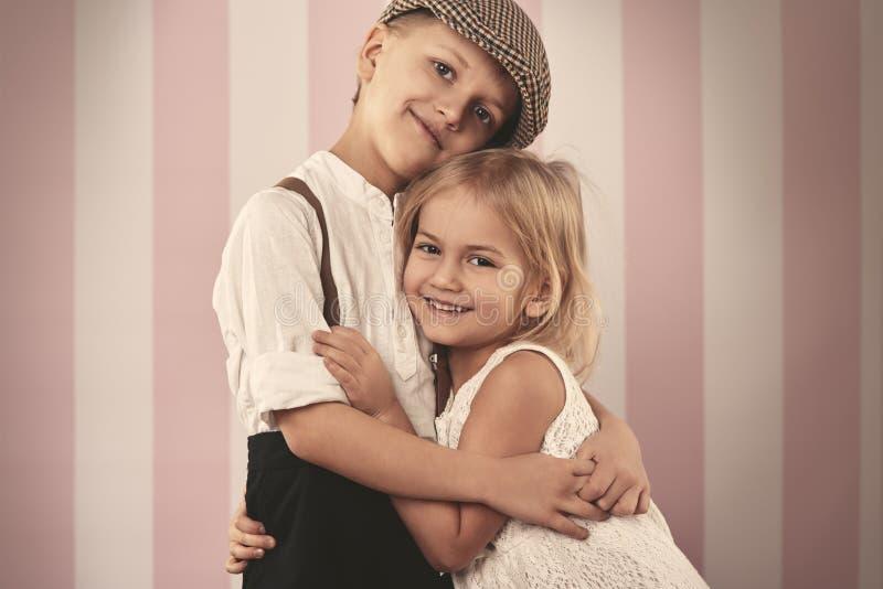 Petits couples mignons image stock