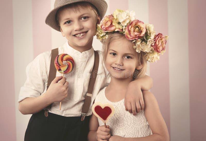 Petits couples mignons images libres de droits