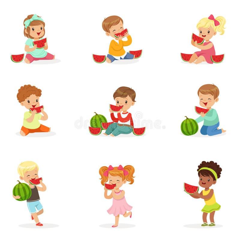 Petits enfants mignons mangeant la pastèque Consommation saine, casse-croûte pour des enfants Illustrations colorées détaillées d illustration stock