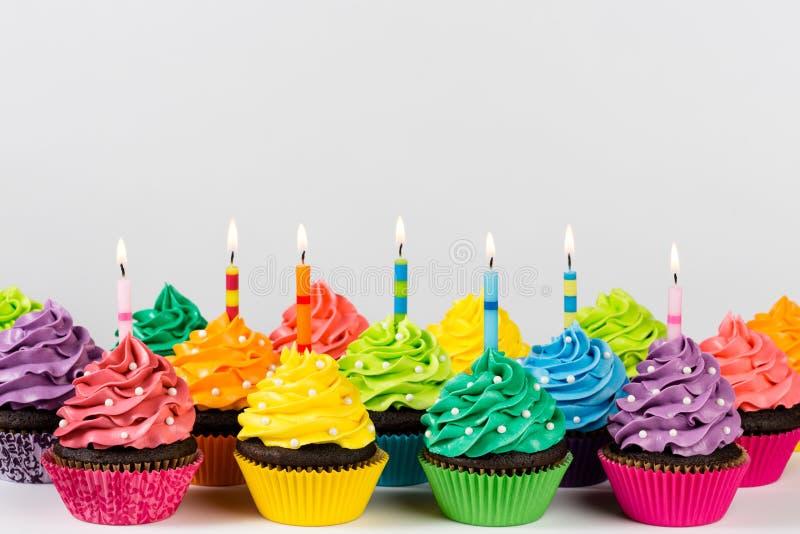 Petits gâteaux d'anniversaire photo libre de droits