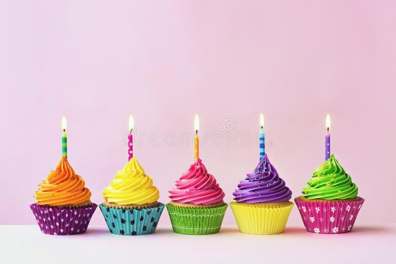 Petits gâteaux d'anniversaire photographie stock libre de droits