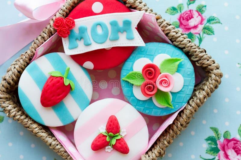 Petits gâteaux du jour de mère photos stock