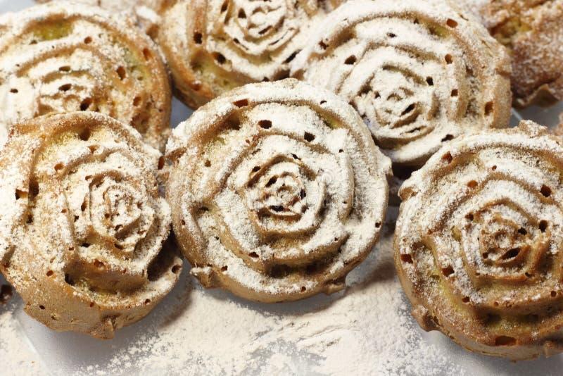 Petits gâteaux en sucre en poudre photos libres de droits