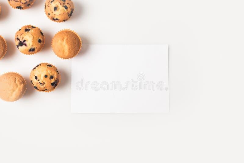 Petits gâteaux et carte vierge images libres de droits