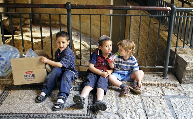 Petits garçons juifs, Jérusalem photo stock