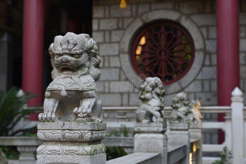 petits lions en pierre image stock