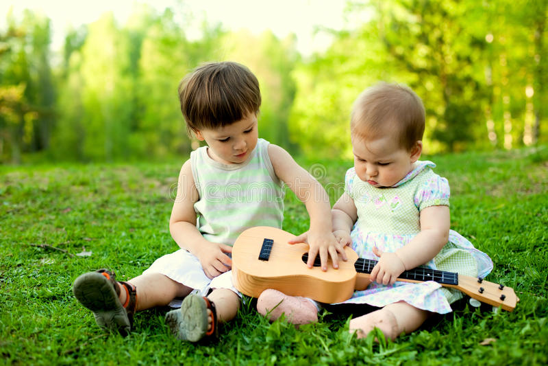Petits musiciens photographie stock