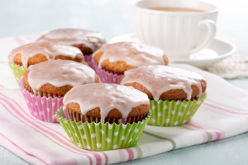 Petits pains avec le glaçage de sucre image libre de droits