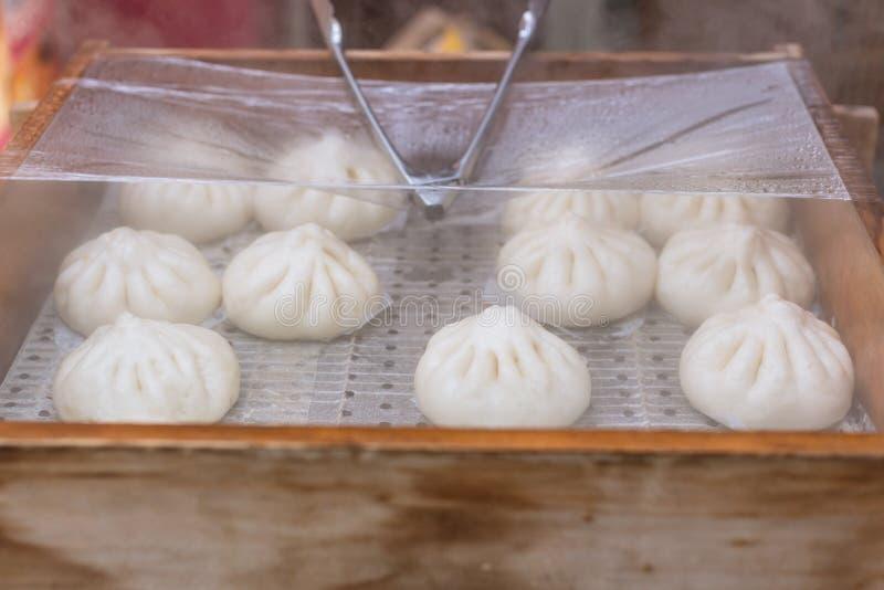 Petits pains chinois de viande ou Baozi ou petit pain cuit à la vapeur de porc images libres de droits