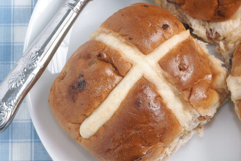 Petits pains croisés chauds photographie stock libre de droits