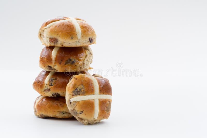 Petits pains croisés chauds de Pâques image libre de droits
