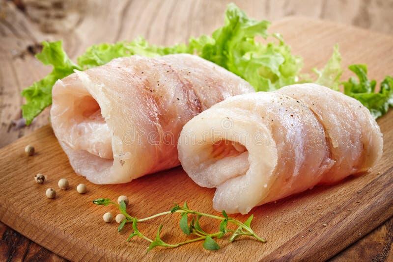 Petits pains crus de filet de poissons de merluches photographie stock