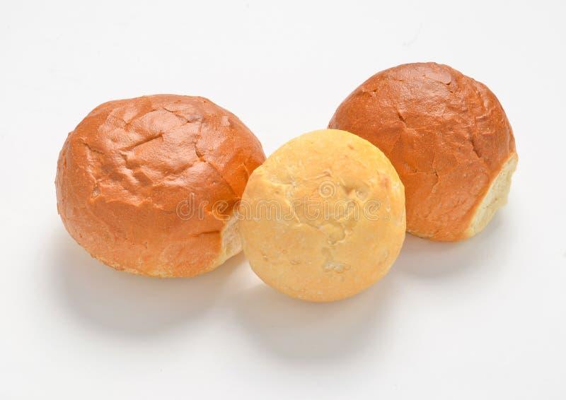 Petits pains d'isolement sur le fond blanc image stock
