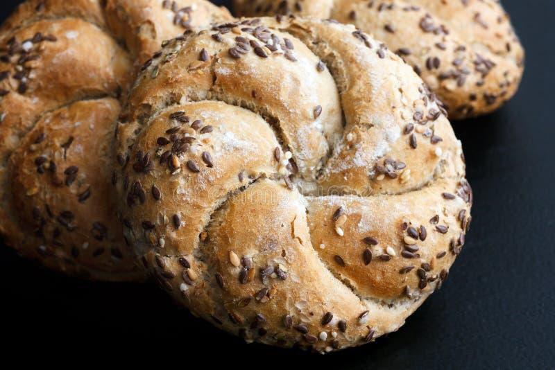 Petits pains de kaiser de blé entier photo stock