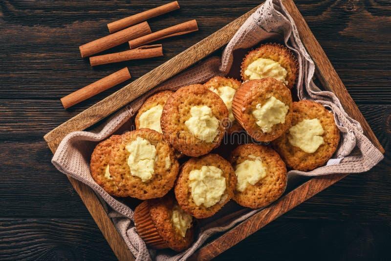 Petits pains de potiron avec le bourrage de fromage fondu photographie stock libre de droits
