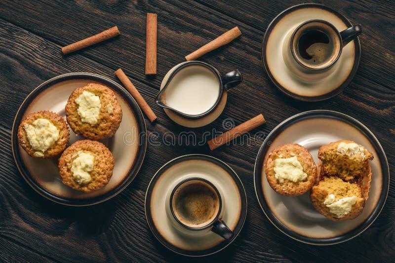 Petits pains de potiron avec le bourrage de fromage fondu photos libres de droits
