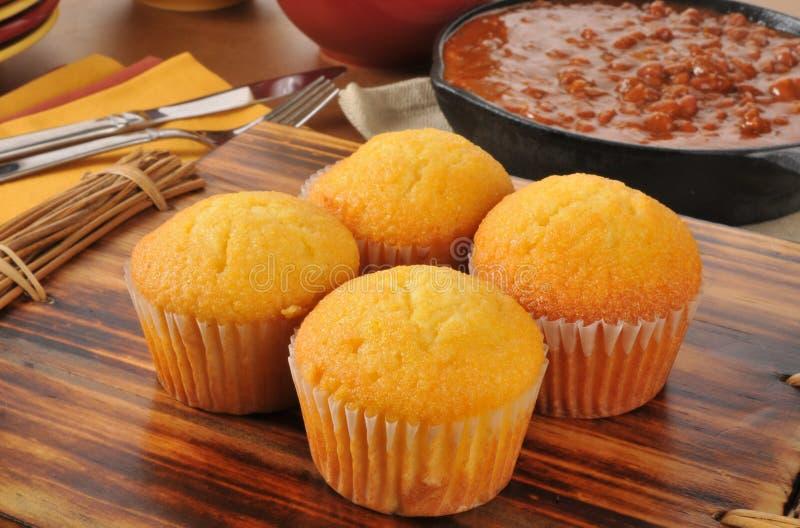 Petits pains et piment de Cornbread photographie stock libre de droits