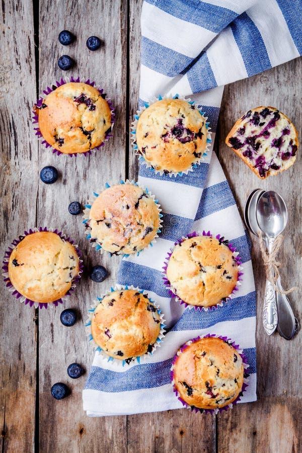 Download Petits Pains Faits Maison Avec La Vue Supérieure De Myrtilles Photo stock - Image du foncé, dessert: 56489598