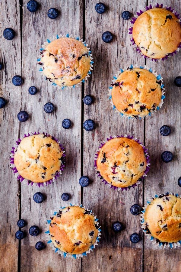 Download Petits Pains Faits Maison Avec La Vue Supérieure De Myrtilles Image stock - Image du bleu, baking: 56489781