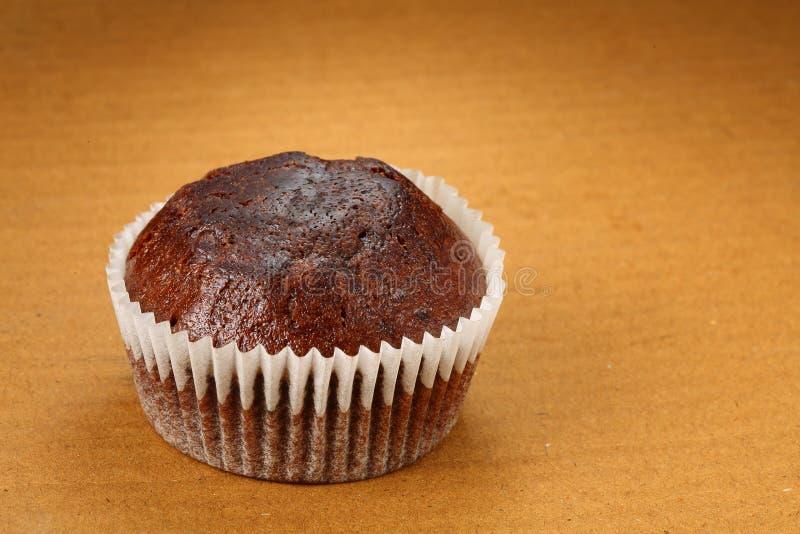 Petits pains sur le fond brun, gâteaux de tasse photographie stock