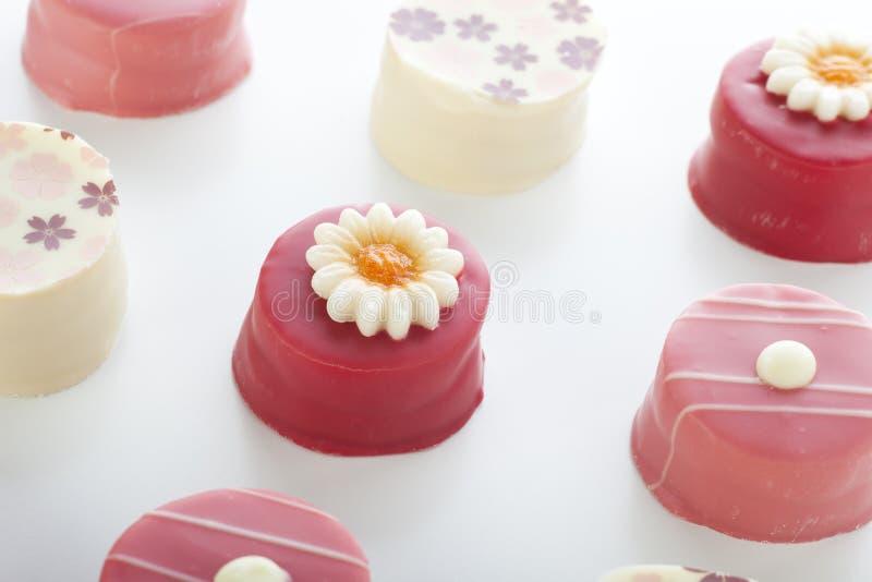Petits rosado Fours imagen de archivo libre de regalías
