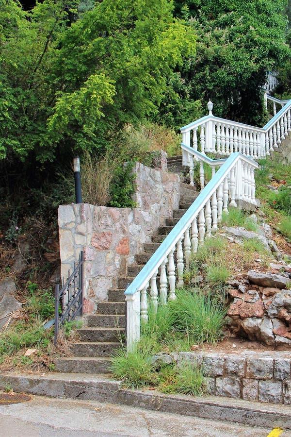 Petovac Montenegro Czerwiec 2015, stary kamienny schody fotografia royalty free