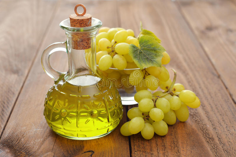 Petróleo de germen de la uva imágenes de archivo libres de regalías