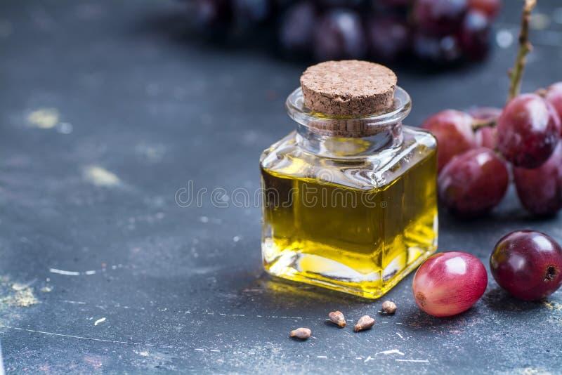 Petróleo de semente da uva imagens de stock royalty free