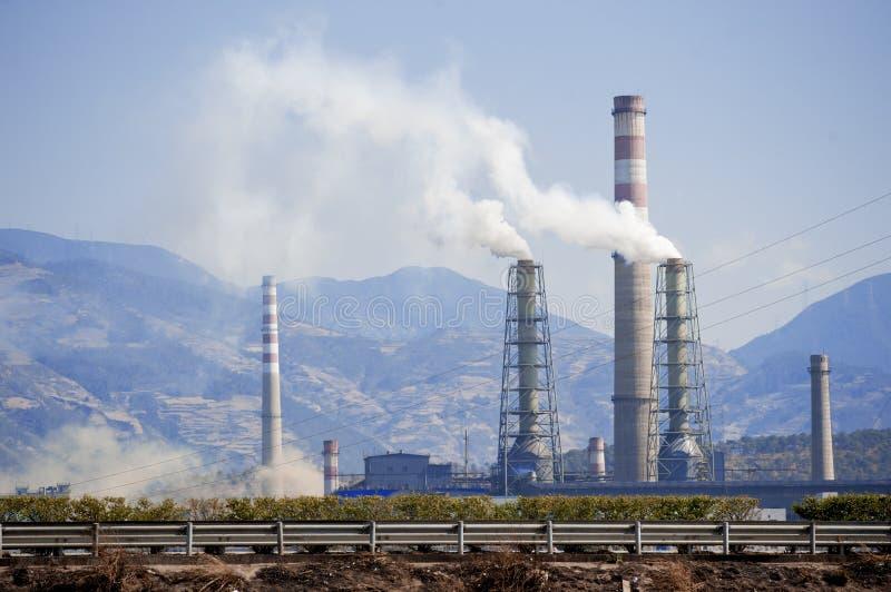 Petróleo e central química de China imagem de stock royalty free