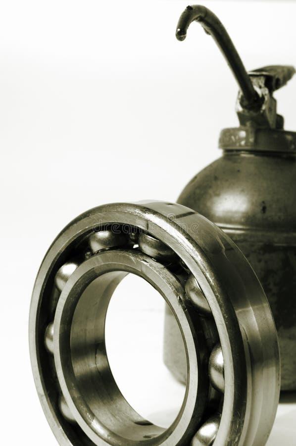 Petróleo e rolamento de esferas fotografia de stock