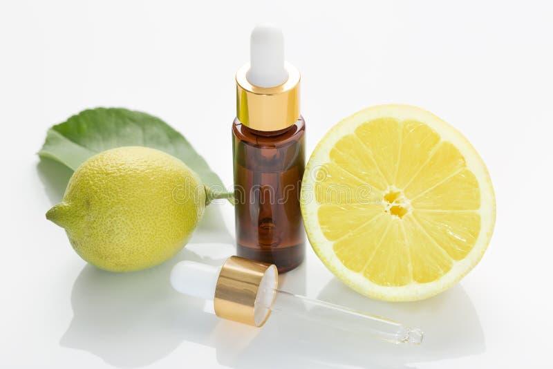 Petróleo essencial do limão Aromaterapia fotos de stock