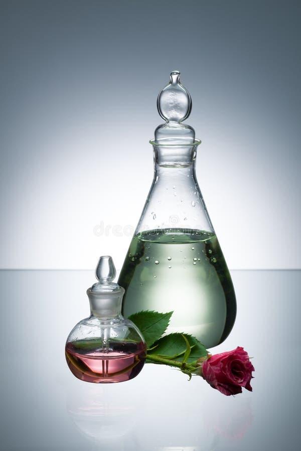 Petróleo essencial e perfume imagem de stock