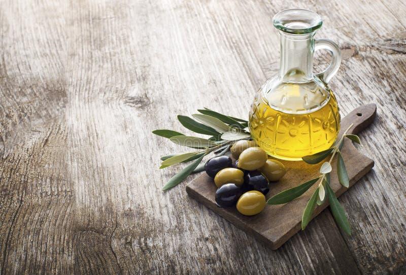 Petróleo verde-oliva imagens de stock