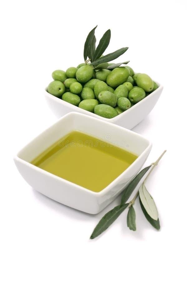 Petróleo verde-oliva e azeitonas imagens de stock