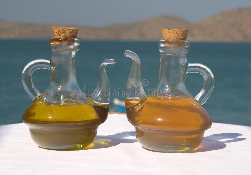Petróleo verde-oliva e vinagre foto de stock royalty free