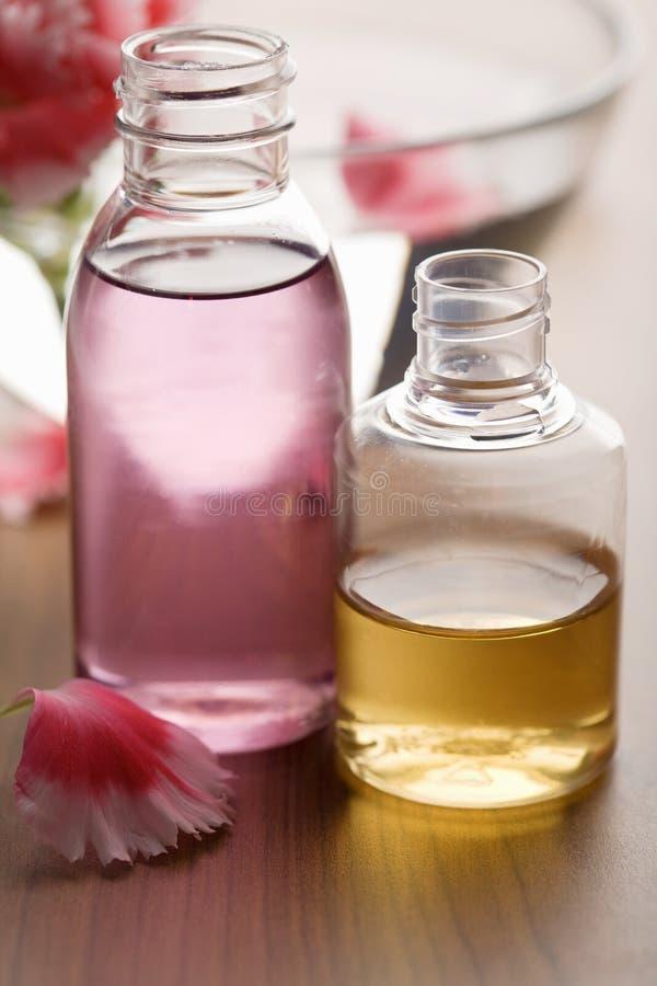 Petróleos essenciais em uns frascos fotos de stock royalty free