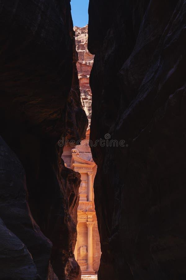 Petra архитектуры Siq и казначейства старый в Джордан o стоковое изображение