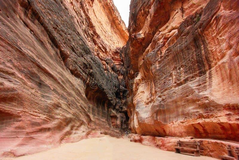 Petra den enorma Jordanien vaggar berglandskap arkivbilder
