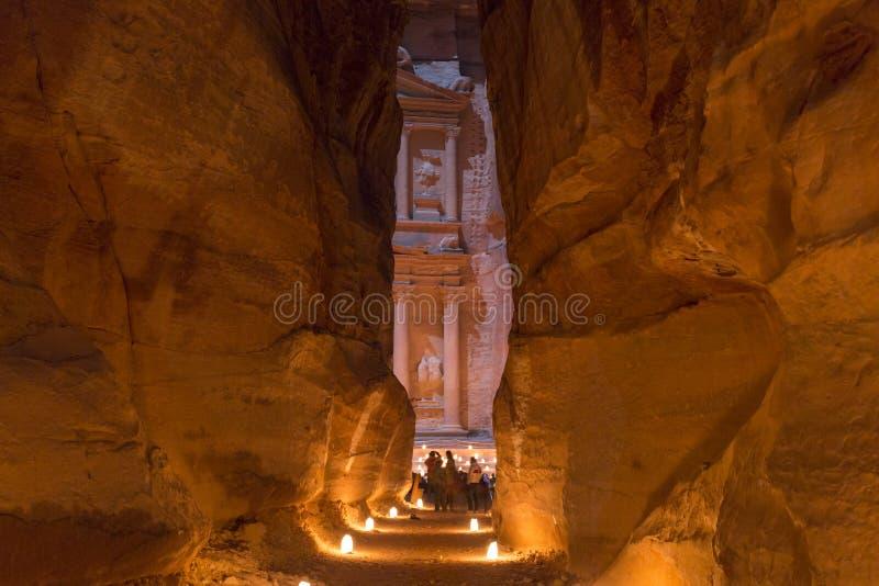 PETRA, Giordania, il 24 dicembre 2015, il Ministero del Tesoro, Petra By Night fotografie stock