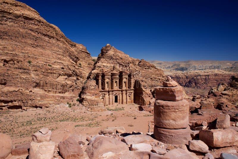 Petra Monastery in Jordan Asia stockbild