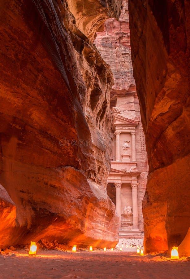 Petra por la noche, Jordania imagen de archivo