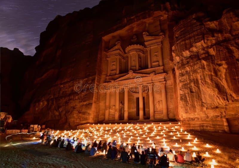 Petra por noche imagenes de archivo