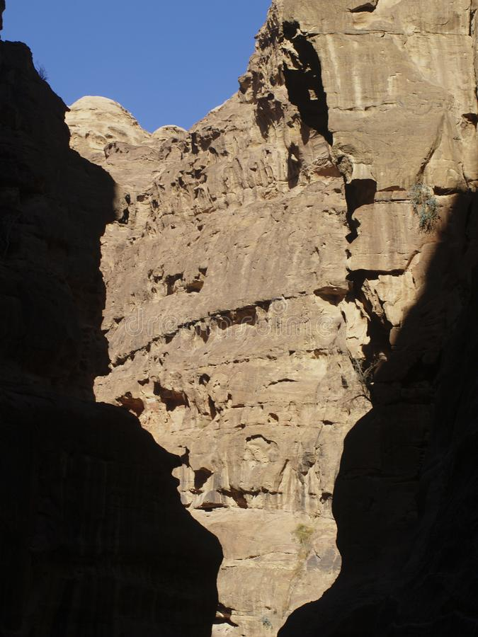 Petra  Raqmu - ιστορικές καταστροφές της αρχαίας, πόλης βράχου του Nabatean Arabians Βρίσκεται στη νοτιοδυτική Ιορδανία Είναι επί στοκ φωτογραφία με δικαίωμα ελεύθερης χρήσης